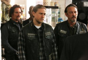 Image of Sons of Anarchy cast members Kim Coates, Charlie Hunnam, and Tommy Flanagan